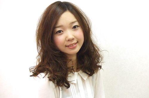 最高級【ケラスターゼ】であなたも潤う美髪へ☆<br>傷みやすい毛先も潤いを補給してツヤツヤに♥