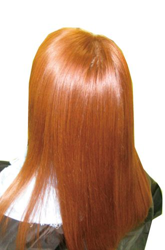 カラーの危険性を知ってますか???<br>カラーの薬剤を頭皮にベタ塗り、自宅での毛染めは危険です。カラー・パーマの薬剤が経皮吸収される前にクリニックサロン【グラース】だからできるケアで安心☆!!