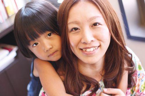 小さなお子様のカットも安心してお任せください♪<br>sakuraには小さなお客様もたくさん訪れます♪お子様連れのカットも安心してお任せ下さい。マンガやゲームが充実しているのでパパやママも安心してゆっくり施術を受けることが出来ます。