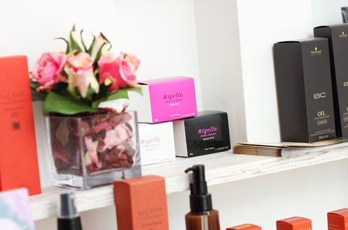 ヘアケア商品も充実してます。<br>自宅でのケアも大切に。。。お客さんの髪の悩みに合わせた商品も充実されてます。