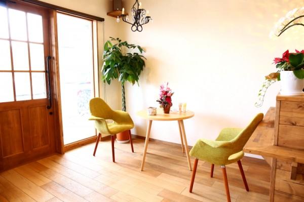 ゆったりとした待合スペース<br>家にいる感覚になるリラックス空間。 カウンセリングから丁寧だから、様々な悩みも相談しやすいですよ♪