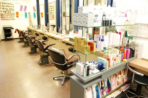 ゆったりとした店内<br>広すぎない店内は落ち着く空間。