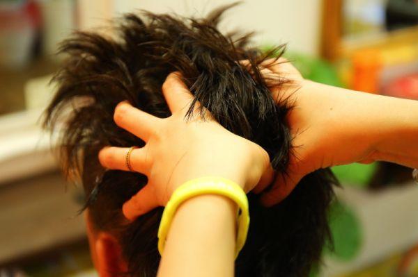 頭皮クレンジング新登場♪♪<br>新登場の頭皮クレンジングで汚れをスッキリ落として健康的な髪を目指そう!!いつものメニューに+500円でできちゃう!!ワインコインのスペシャルケア☆
