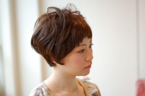 前髪カット無料サービスやってます☆<br>スクプルではカットをされたお客様に、次回来られる間の1回、前髪無料カットのサービスをしています。眉毛のカット+カラーのサービスも一緒にしていますよ。ぜひ、お試しください♪