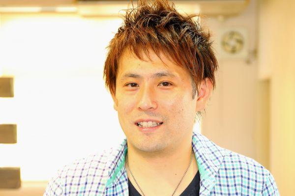オーナー涌井さん<br>美容師歴17年のベテランスタイリスト。カウンセリングを重視し一人ひとりに似合うスタイルを提案してくれます♪