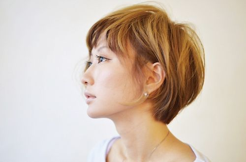 Emiオススメカラーで新しい私に!!<br>NEWカラーはWのコラーゲン配合で化粧品成分と同じ美容液成分が髪の内部まで浸透。潤う艶で指通りもなめらか♪