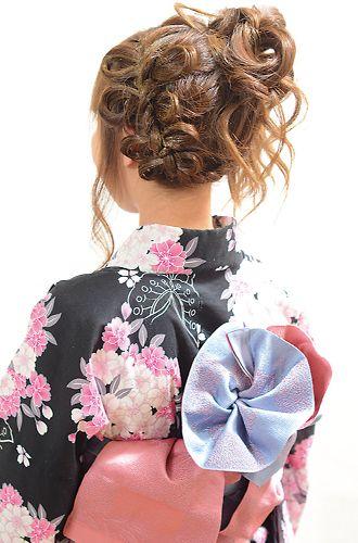 帯の結び方にもこだわりが!!<br>着付けもOK!!お花をイメージした可愛らしい結び方がお勧め!!