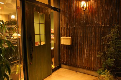 オーナーお気に入りの扉♪<br>物語の世界に出てきそうな可愛らしい扉はオーナーのお気に入り!!