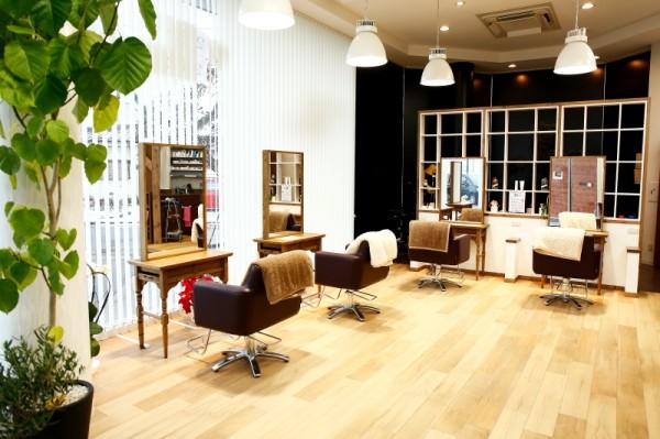 ナチュラル空間♪<br>柔らかなカラーでまとまられた居心地の良い店内。ナチュラルで開放的な雰囲気・・・心からリラックスできます。