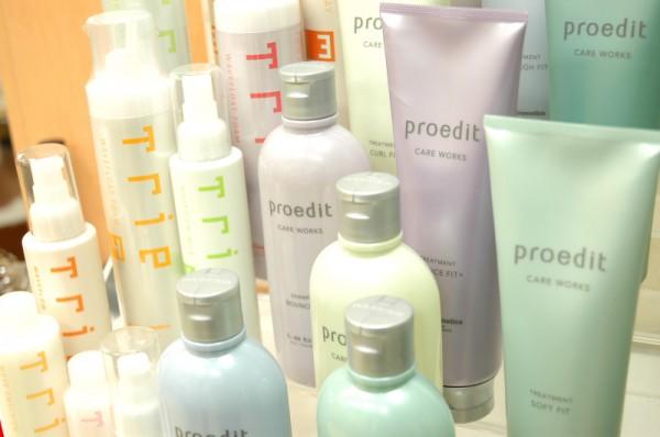 ヘアケア商品も多数ご用意<br>お客様の髪質やお悩みに応じてヘアケア商品も多数ご用意。